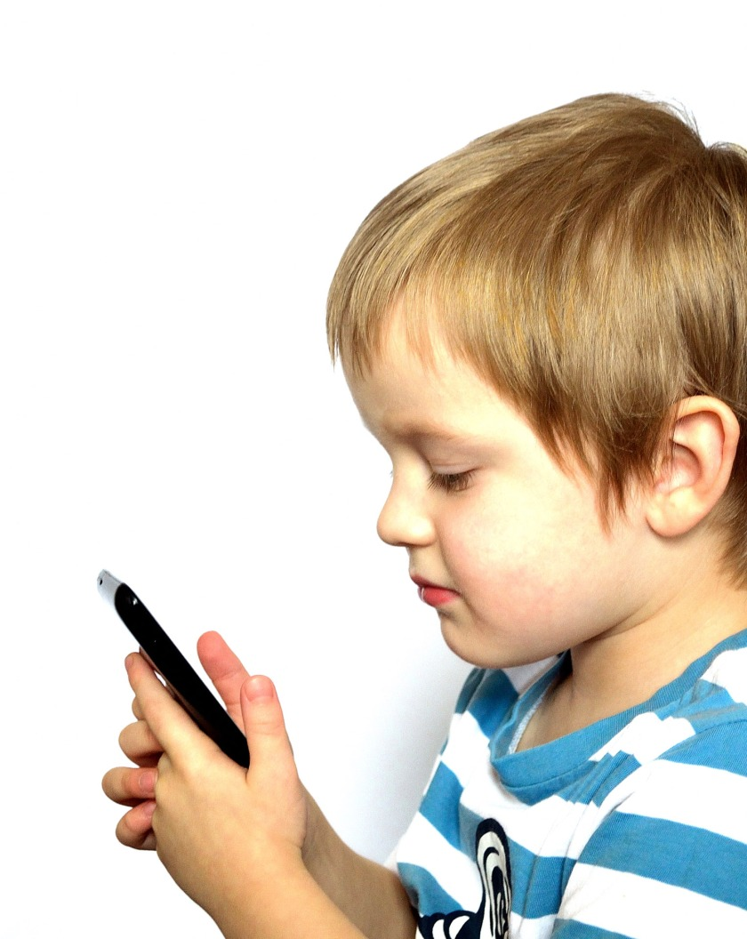 child-and-phone-1330009422EAw
